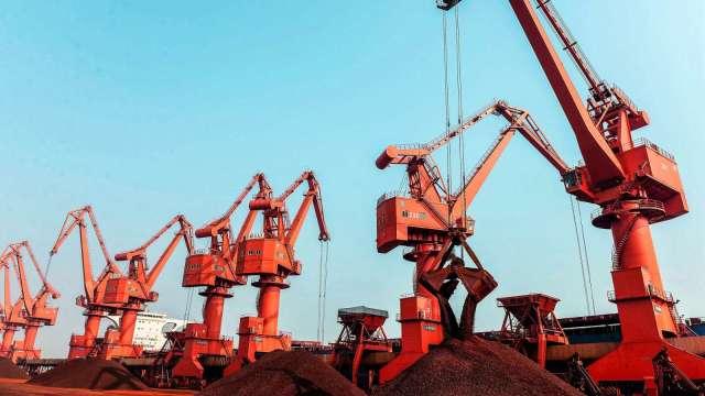 〈商品報價〉供應過剩疑慮 國際鐵礦石重挫近3% 創一個月新低價。(圖:AFP)