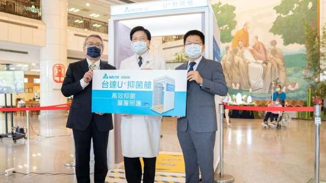 台達電與USHIO 共同捐贈抑菌艙給台北慈濟醫院。(圖:台達電提供)