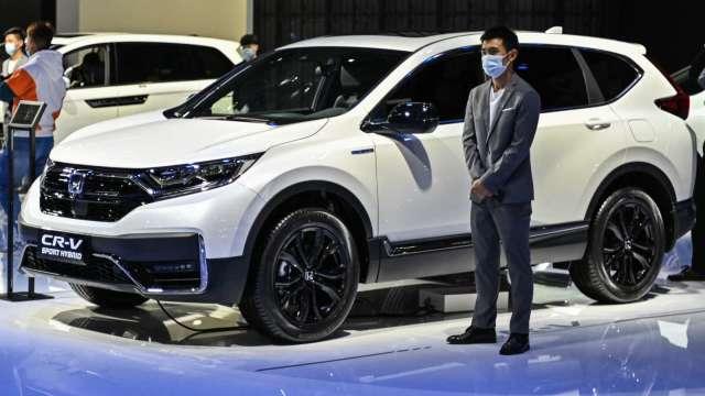 日本車廠受晶片短缺影響 上月中國市場銷量全面受挫 但買氣不減 (圖片:AFP)