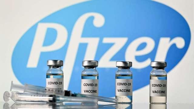 菅義偉與輝瑞執行長進行會談 盼2千萬劑疫苗提早到貨 (圖片:AFP)