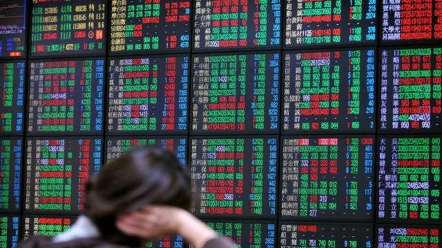 航運鋼鐵資金回流 電子權值股軟腳 拚站回五日線。(圖:AFP)