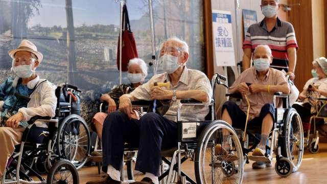 退休規劃勿輕忽物價及長壽 鉅亨好日子退休試算機掌握理財要訣。(圖:AFP)