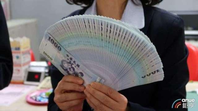銀行祭優利活存搶客戶  新台幣存款利率1% 。(鉅亨網資料照)