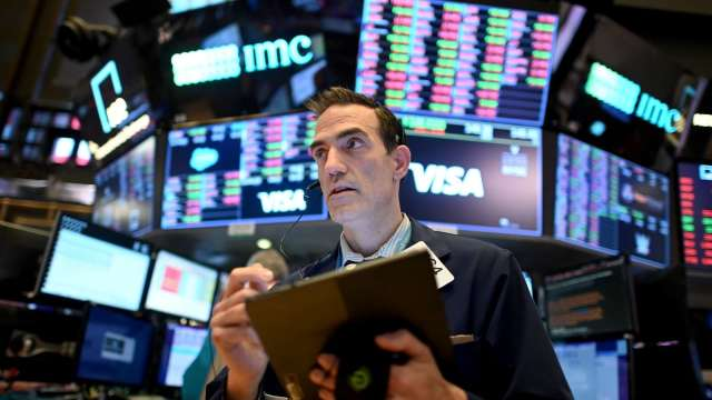 專家:散戶投入選擇權 導致美股上午走強、下午走弱(圖片:AFP)