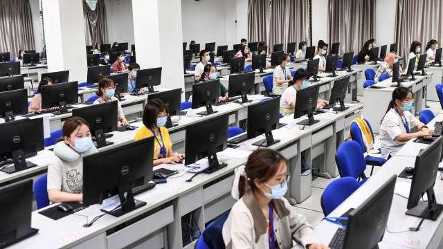 傳中國將出手嚴管補教業 中概教育股盤前重摔 (圖:AFP)