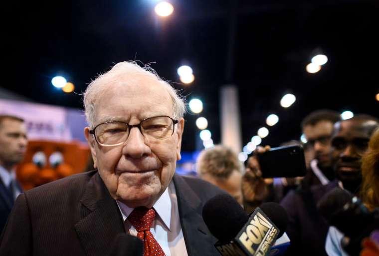 巴菲特為全球排名第十強的富翁,身家約為 1010 億美元 (圖片:AFP)