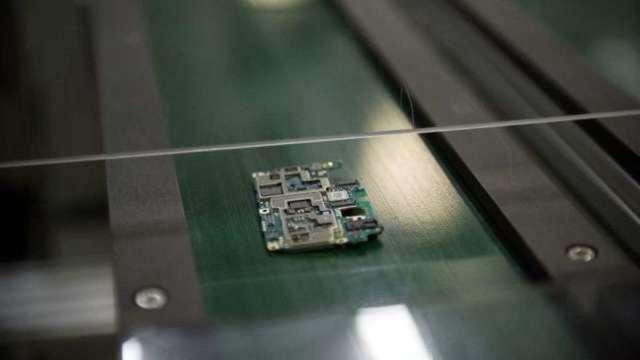 車用晶片短缺趨緩 專家:接下來受影響的是智慧型手機(圖:AFP)