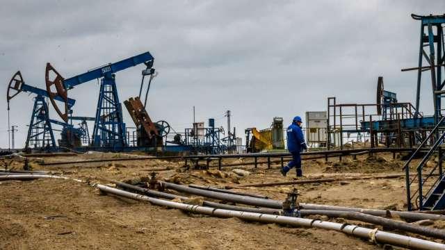 變種病毒威脅復甦前景 油價將加劇震盪。(圖:AFP)