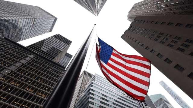 美國人對國家發展信心 驟降近20個百分點。(圖:AFP)