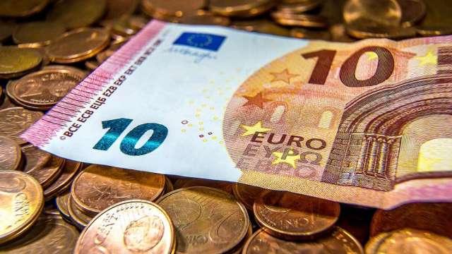 〈每周CFTC報告〉投機者大減歐元、英鎊多頭 加碼看漲美元(圖:AFP)