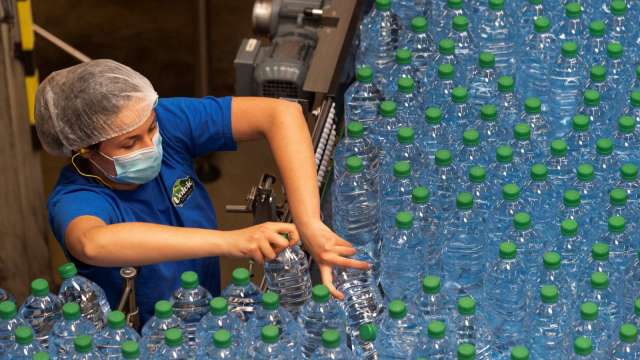 塑膠需求強勁 乙烯價格飆漲近兩年半新高(圖片:AFP)