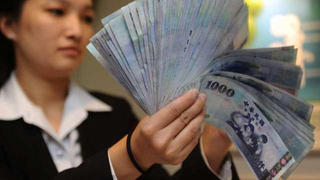 〈台幣〉亞幣全面回神 強彈觸及27.993元。(圖:AFP)