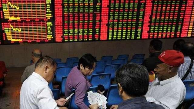 隨中國股市慘摔 新興市場本周回吐今年以來漲幅(圖:AFP)