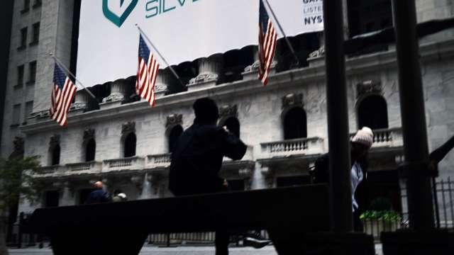 VIX大漲 中概股續黑 標普連五漲止步 (圖片:AFP)