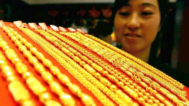 WGC:上半年黃金需求年減10% 各國央行則擴大買進(圖:AFP)