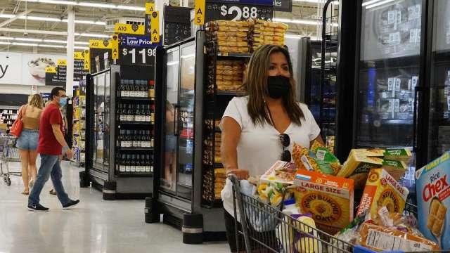 美CDC口罩令髮夾彎 零售業者大傷腦筋(圖片:AFP)