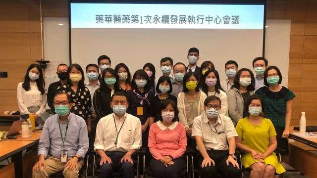 藥華醫藥永續發展中心團隊。(圖:截自藥華藥ESG網站)