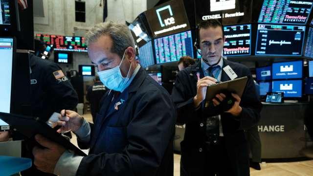 晶片股兩樣情!科磊飆漲近9%、思佳訊挫逾6% 華爾街一樣力挺 (圖片:AFP)