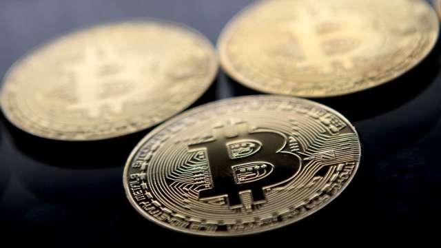 比特幣罕見連10漲 觸及2個月以來新高價。(圖:AFP)