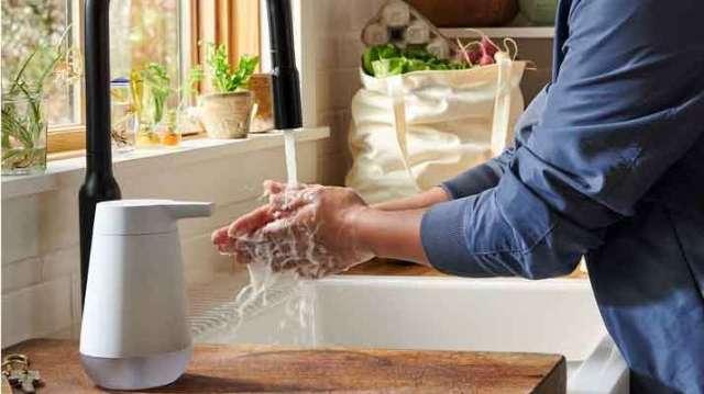 亞馬遜、蘋果嗅到疫情商機:洗手時間! (圖片:AFP)