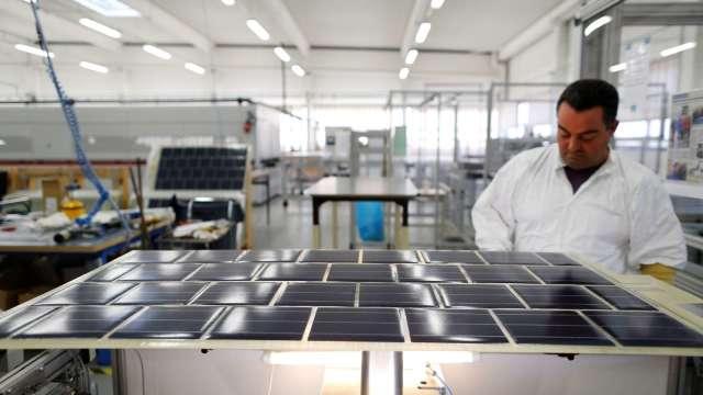 環球晶承諾2050年將達成100%採用再生能源目標。(圖:AFP)