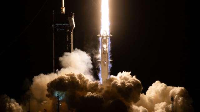 基建案拚鄉村寬頻網路 馬斯克SpaceX可能吐血 (圖片:AFP)
