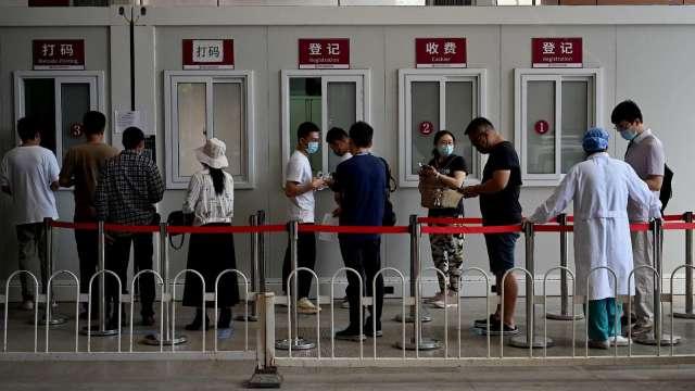 中國疫情再起 下半年經濟成長恐將迎逆風(圖片:AFP)