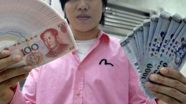 〈台幣〉匯價續彈逾1角觸及27.73元 登最強亞幣。(圖:AFP)