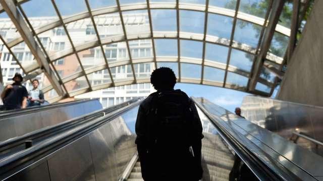 美上週初領失業金人數符預期 續領數跌破300萬 創去年3月來首度 (圖:AFP)
