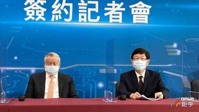左起為旺宏董事長吳敏求、鴻海董事長劉揚偉。(鉅亨網記者彭昱文攝)