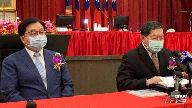 左起為宏遠董事長席家宜及遠東集團董事長徐旭東。(鉅亨網資料照)