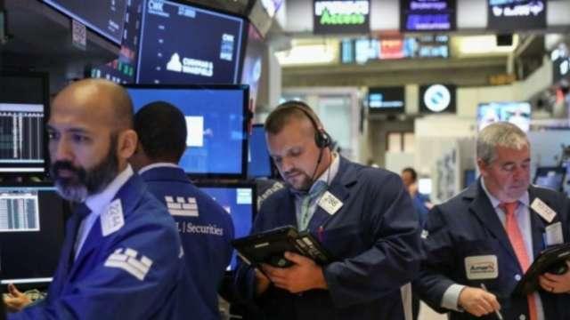 〈美股早盤〉疫情打壓能源需求前景 美股漲跌互現、特斯拉漲逾2% (圖:AFP)