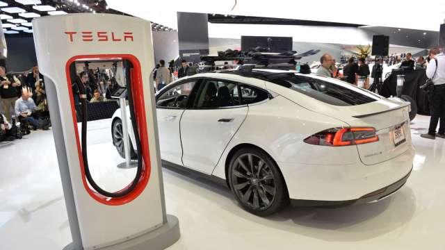 美國會提案加850億美元資金 電動車充電站概念股齊揚。(圖片:AFP)