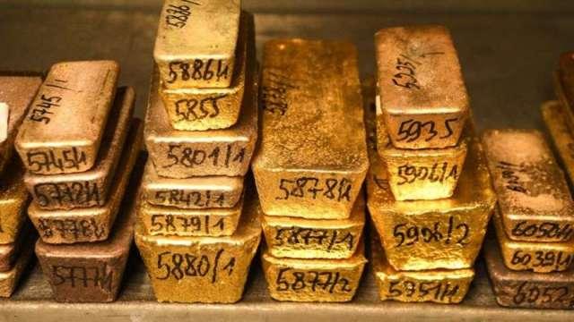 黃金跌跌不休有抄底訊號?分析師:市場還沒極度悲觀(圖:AFP)