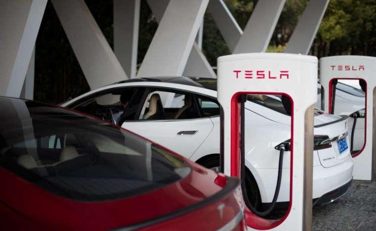 特斯拉執行長馬斯克希望印度能夠至少暫時減免電動車的關稅 (圖片:AFP)