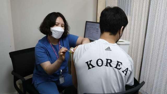 南韓疫情煞不住!單日新增2223例創新高 (圖片:AFP)