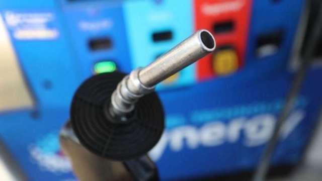 中油:明天起汽油降0.3元、柴油降0.2元 (圖片:AFP)