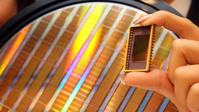 英飛凌CEO:全球半導體短缺恐持續到2023年 (圖片:AFP)