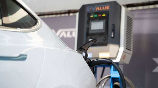 華碩搶攻電動車商機,攜手華城電能建置AI車牌辨識充電站。(圖:公司提供)