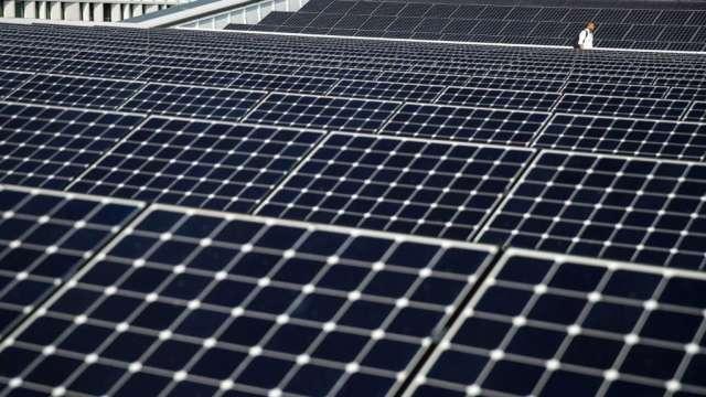 上半年能源消費年增5.7%,再生能源供電比重維持約5%水準。(圖:AFP)