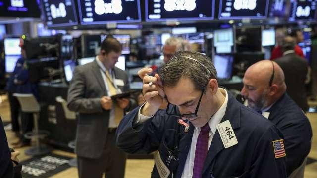 「聰明錢」預先行動 每月中旬成為美股下跌時刻?(圖:AFP)