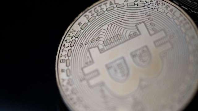 比特幣的波動劇烈 專家:將促使投資人回歸黃金(圖片:AFP)