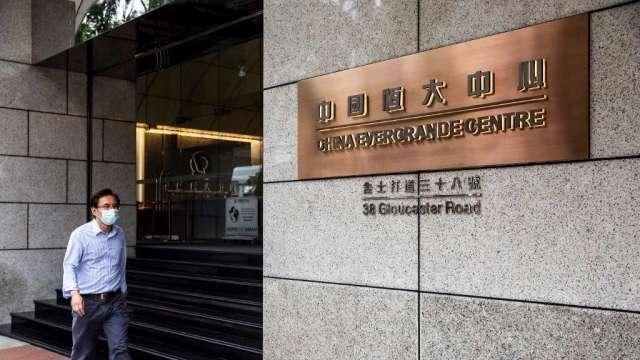 恒大高管遭中國監管約談 另傳與小米洽談出售電動車部門股份(圖:AFP)