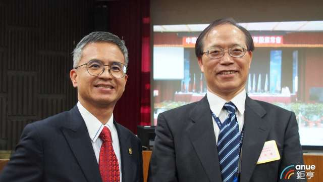 圖左為中華電總經理郭水義、右為董事長謝繼茂。(鉅亨網記者沈筱禎攝)