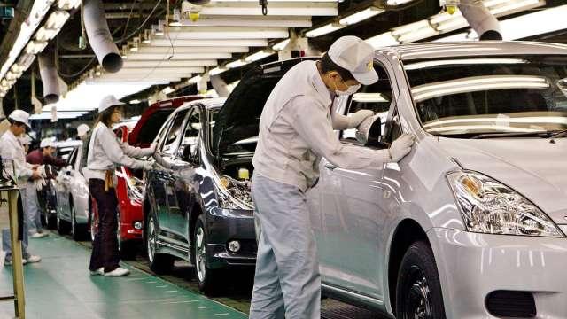 日本8月製造業PMI微幅下滑 服務業PMI進一步衰退 (圖片:AFP)