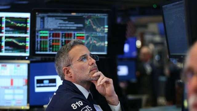 美股驚驚漲8月連10次創高 華爾街已開始建立避險部位(圖:AFP)
