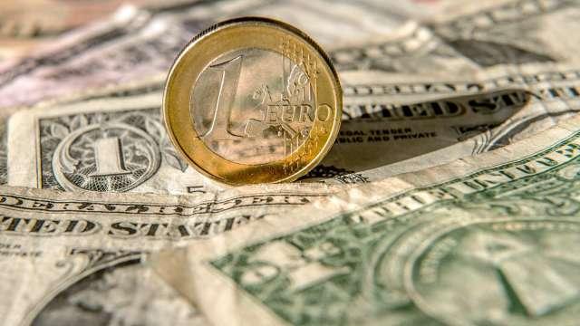 投機者減碼歐元、英鎊多頭 增加看漲黃金部位 (圖:AFP)