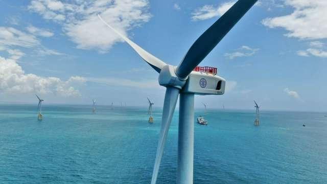 台電離岸風電一期109.2 MW完成併聯發電,每年估可發3.6億度電。(圖:台電提供)