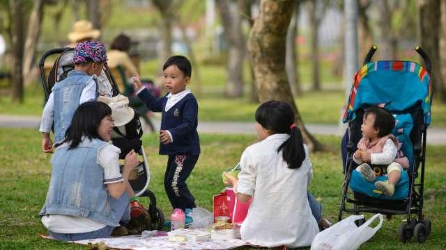 孩子的第一桶金 無痛開始! (圖:AFP)