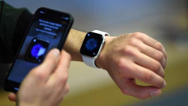 蘋果智慧手錶續居品牌之冠,台組裝廠受惠。(圖:AFP)